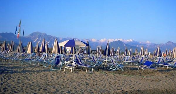 MARE - Spiaggia con Apuane