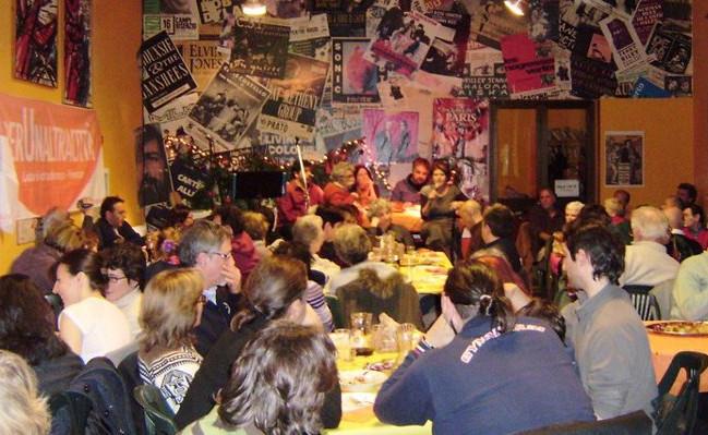 A cena insieme per fondare l'associazione perUnaltracittà. Il 15 dicembre alle Piagge