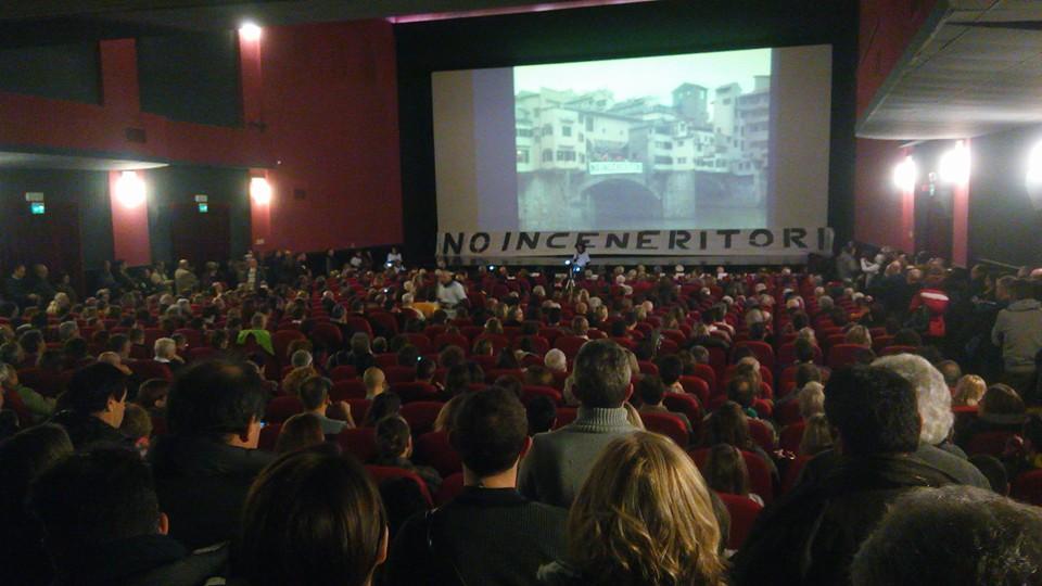"""""""Senza la gente non si decide niente"""": in mille per fermare gli inceneritori nella Piana fiorentina"""