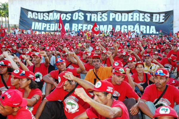 Brasile, dai Sem Terra 15 punti per capire cosa sta succedendo. Golpe dei media?