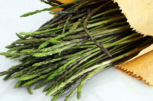 Frittata di asparagi selvatici con gli zoccoli