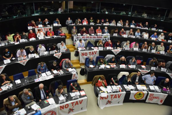La sentenza del Tribunale Permanente dei Popoli portata dentro il Parlamento Europeo dai movimenti in lotta contro le grandi opere