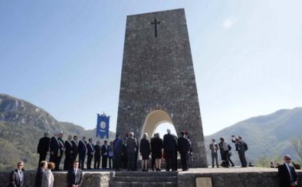 No, Sant'Anna di Stazzema non può legittimare il lancio di missili Usa in Siria