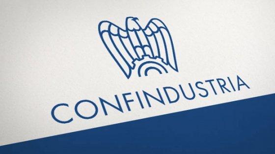 Bel Paese, terra di inchini: il ministro Galletti e il rapporto perverso con Confindustria