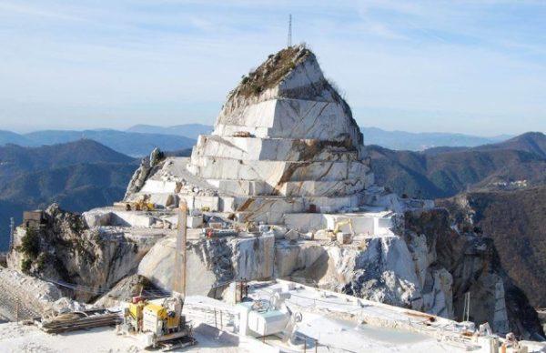 Alpi Apuane: devastazione ambientale e illegalità nelle cave, parola di Procuratore della Repubblica