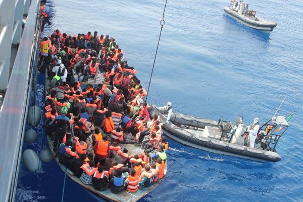 """Appello di padre Alex Zanotelli ai giornalisti italiani: """"Rompiamo il silenzio sull'Africa"""""""