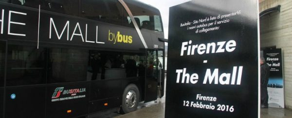 Another bus in The Mall. Firenze, Firenzi e lo shopping tourism