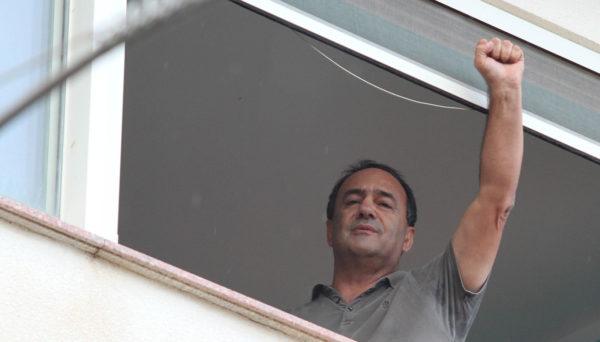 """Riace, Mimmo Lucano: """"Fermiamo l'onda nera che attraversa i cieli d'Europa"""""""