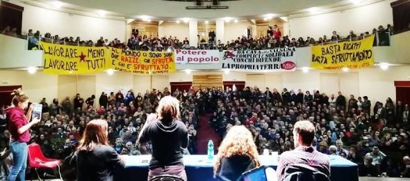 """Potere al popolo, oltre 4.000 persone approvano il nuovo Statuto democratico: """"Indietro non si torna"""". E ora avanti tutta sui territori."""
