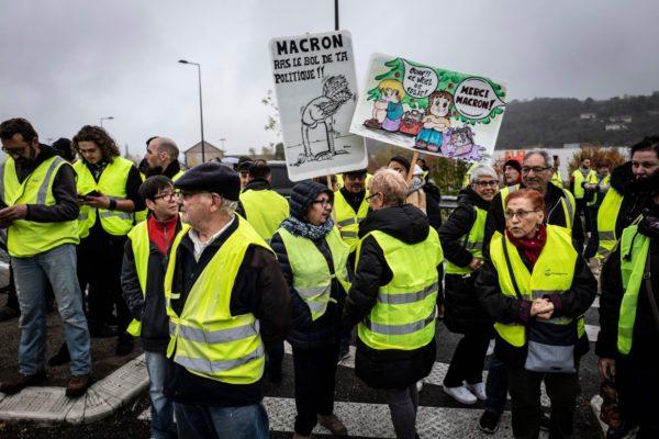 Col gilet giallo contro Macron. Facciamo come in Francia?