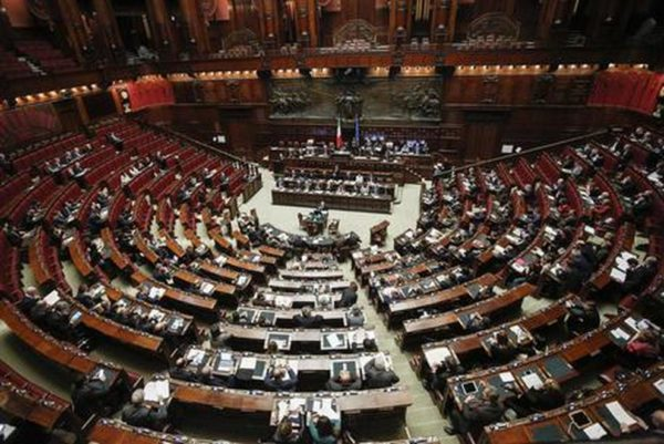 Taglio dei parlamentari? Un taglio alla democrazia. La proposta di Potere al popolo