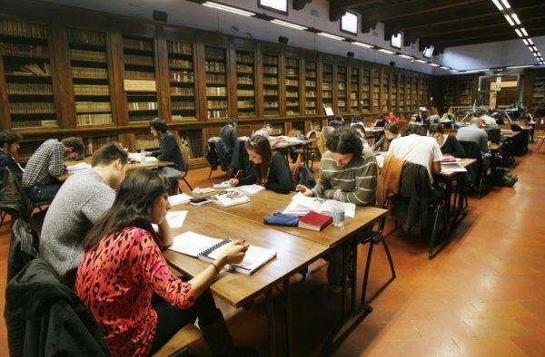 """Biblioteche, la denuncia dei lavoratori in appalto: """"Il Comune di Firenze rispetti i nostri diritti"""""""