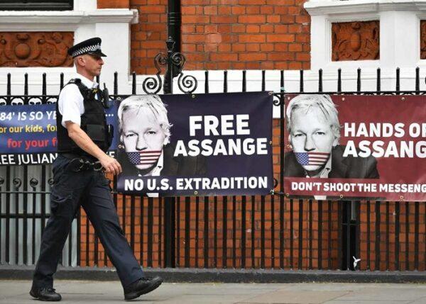 Con Julian Assange, per mettere fine alla moderna Inquisizione