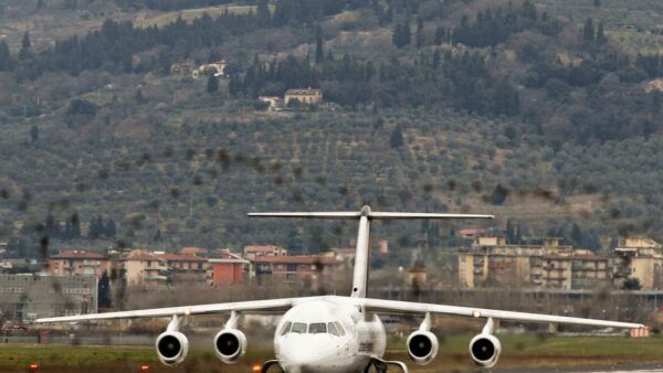 Mancano le autorizzazioni per volare, la grottesca verità sull'aeroporto di Firenze